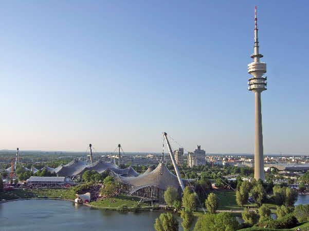 Olymiapark München - mit dem weltberühmten Zelt-Dach. Nur wenige Minuten zu Fuß von den Wohnheimen entfernt (Luftlinie etwa 900 Meter)
