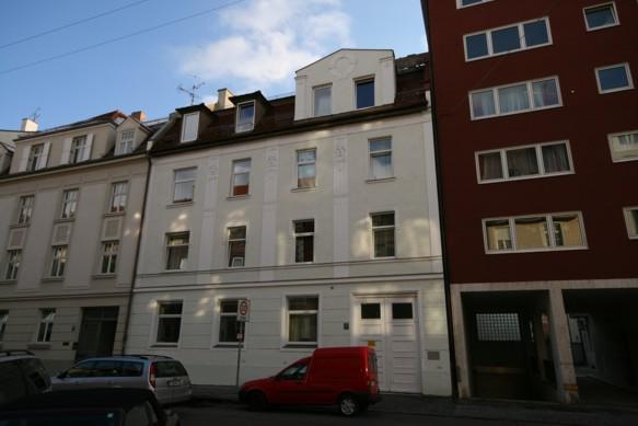 Wohnheim Clemensstrasse 127, neue Fenster im ganzen Haus (2006)